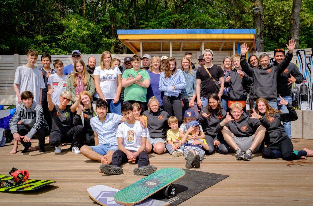 CWBS unterstützt zwei Kölner Kinderheime: Erfolgreicher Schnupperkurs Wasserski